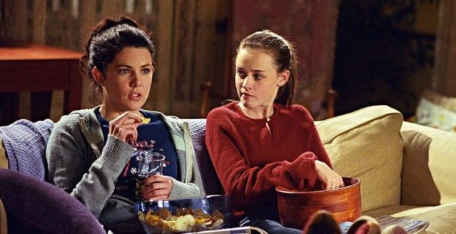 Lauren Graham and Alexis Bledel in GIlmore Girls. Photo Credit: The WB